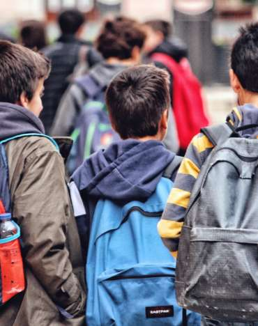 teenager-with-backpacks-going-back-to-school_t20_AVGPRZ